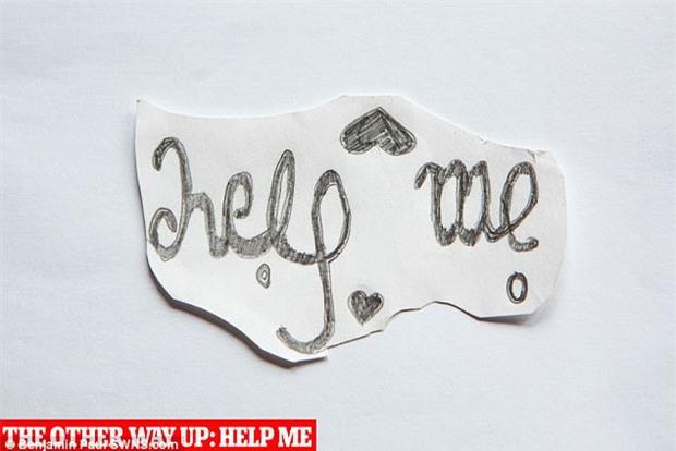 Con gái xinh đẹp, học giỏi tự tử, mẹ đau đớn tìm thấy mảnh giấy có chứa dòng chữ cầu cứu bí ẩn trong phòng - Ảnh 9.