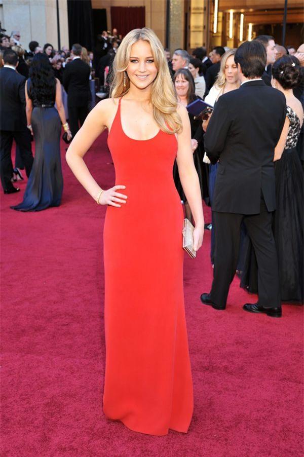 Zoom vào 12 chiếc váy đỏ được coi là ấn tượng nhất trong lịch sử thời trang - Ảnh 10.