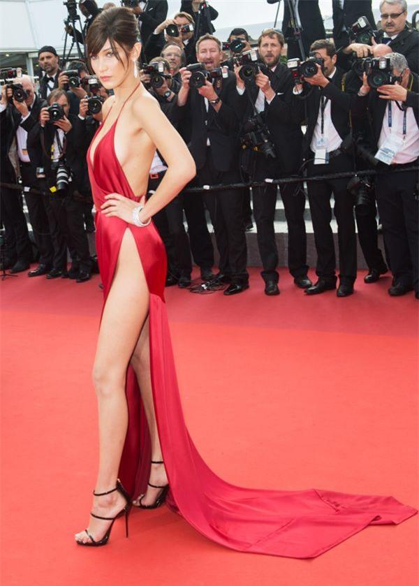 Zoom vào 12 chiếc váy đỏ được coi là ấn tượng nhất trong lịch sử thời trang - Ảnh 11.
