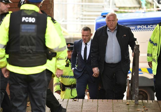 Rooney nhan hinh phat dich dang sau vu 'bay dem' voi gai la hinh anh 1
