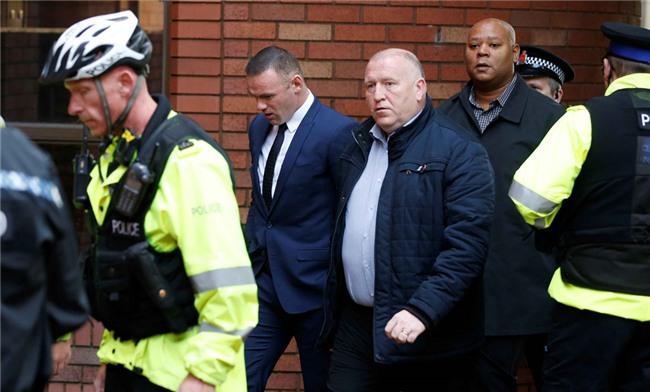 Rooney nhan hinh phat dich dang sau vu 'bay dem' voi gai la hinh anh 2
