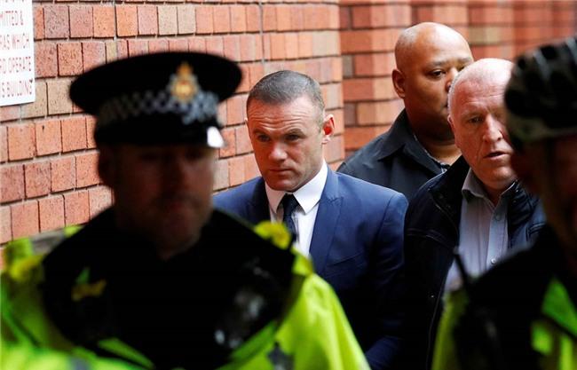 Rooney nhan hinh phat dich dang sau vu 'bay dem' voi gai la hinh anh 3