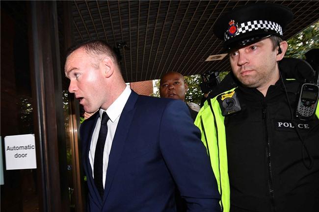 Rooney nhan hinh phat dich dang sau vu 'bay dem' voi gai la hinh anh 6