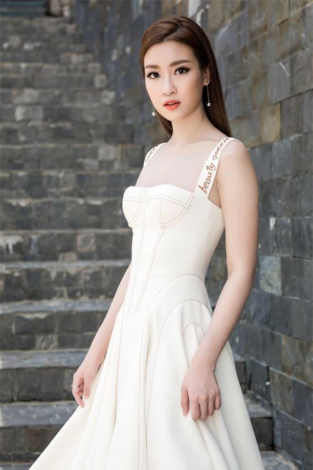 Váy quây cúp ngực nhìn sexy thật, nhưng không phải ai mặc cũng đẹp - Ảnh 5.