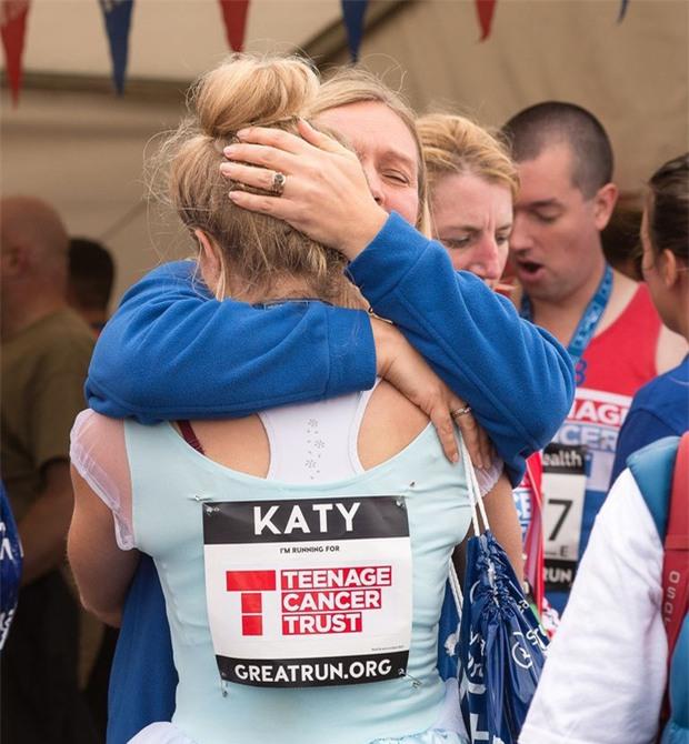 """Mặc váy công chúa Lọ Lem thi chạy marathon, cô bạn bị nhiều người bảo """"làm lố"""" nhưng lý do thực sự lại rất cảm động - Ảnh 7."""