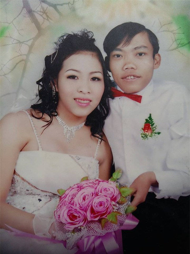 Hạnh phúc đặc biệt của người đàn ông tí hon lấy được vợ cao và nặng gấp đôi mình - Ảnh 2.