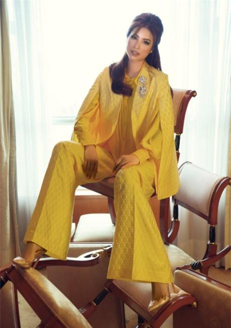 Hoa hậu Phạm Hương đang bị áo dáng cape mê hoặc trong mọi lần xuất hiện-10
