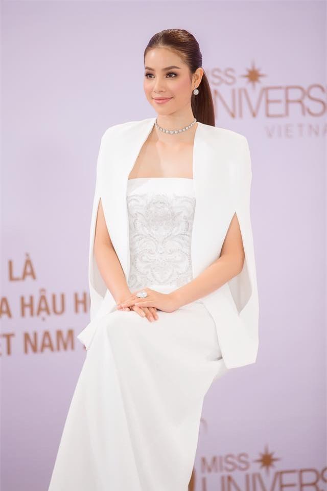 Hoa hậu Phạm Hương đang bị áo dáng cape mê hoặc trong mọi lần xuất hiện-6
