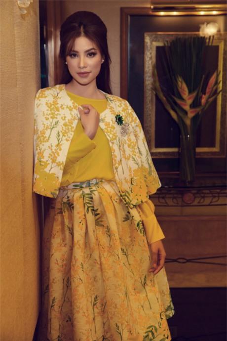 Hoa hậu Phạm Hương đang bị áo dáng cape mê hoặc trong mọi lần xuất hiện-9