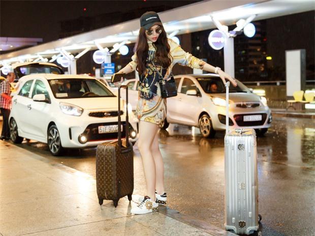 Chỉ mới ra sân bay đến Milan mà Hoa hậu Kỳ Duyên đã dát 900 triệu tiền hàng hiệu lên người! - Ảnh 2.