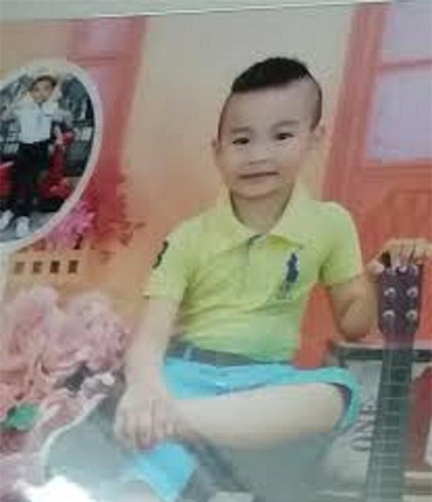 Bé trai 4 tuổi mất tích khi về nhà bà ngoại chơi, bố nhận được cuộc điện thoại bảo đến nhận xác con - Ảnh 2.