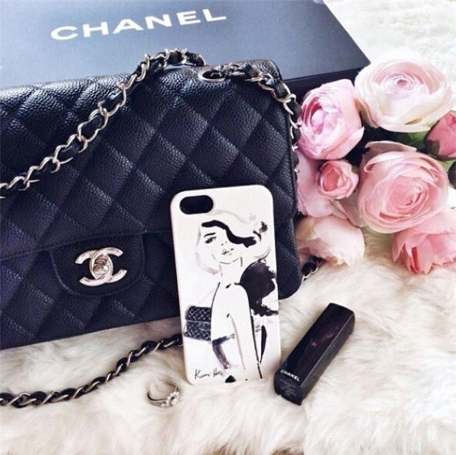 3 mẫu túi Chanel cổ điển với sức hút vượt trời gian khiến phái đẹp Việt không thể không mê - Ảnh 2.
