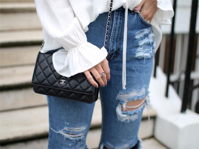 3 mẫu túi Chanel cổ điển với sức hút vượt trời gian khiến phái đẹp Việt không thể không mê - Ảnh 22.