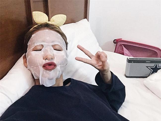 Loạt người đẹp Châu Á sử dụng mặt nạ giấy như 1 bước chăm sóc da hàng ngày - Ảnh 25.