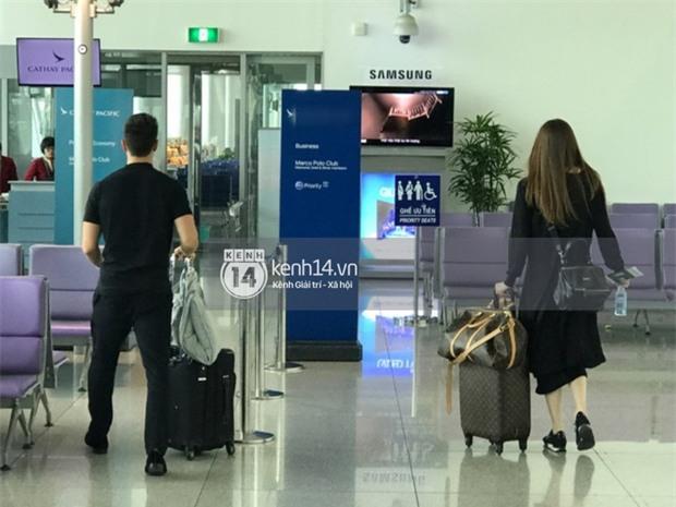 Vừa trở về từ Paris, Hà Hồ - Kim Lý tiếp tục bị bắt gặp diện đồ đôi cùng nhau lên đường sang New York - Ảnh 3.