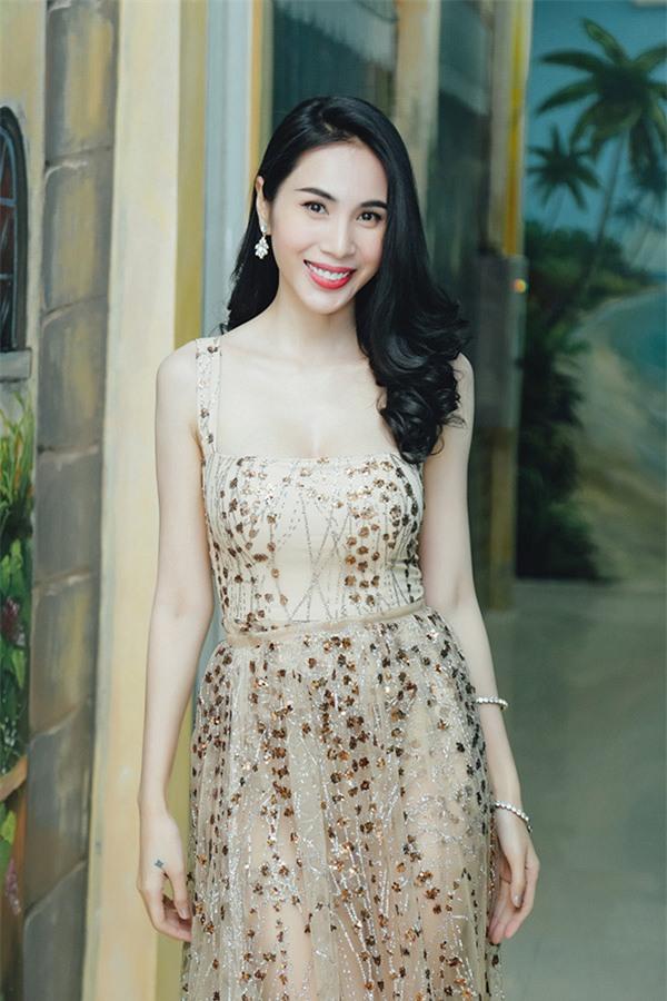 Dàn Hoa hậu - Á hậu thi nhau chiếm spotlight sao mặc đẹp trên thảm đỏ tuần này-8