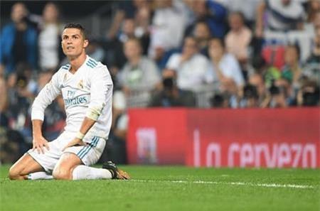 C.Ronaldo thi đấu kém thuyết phục dù được bạn gái cổ vũ nhiệt tình