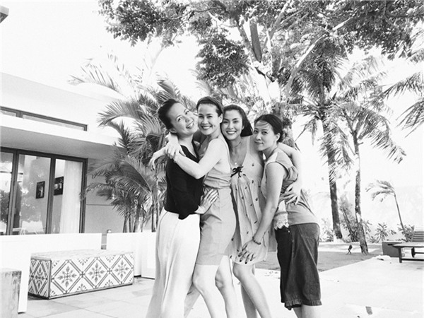 Dù cách biệt về tuổi tác và ngành nghề cũng như mức độ nổi tiếng nhưng nhóm bạn của Tăng Thanh Hà vẫn luôn chứng tỏ giữa họ là tình bạn chân thành. - Tin sao Viet - Tin tuc sao Viet - Scandal sao Viet - Tin tuc cua Sao - Tin cua Sao