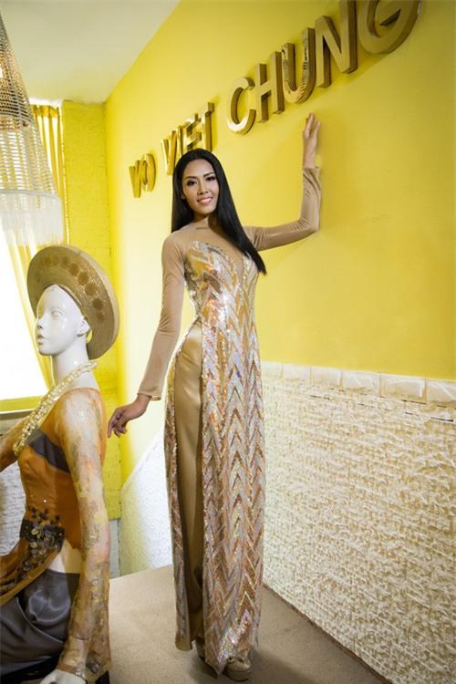 Đi thi Miss World, các người đẹp Việt thường chuẩn bị những kiểu áo dài như thế nào? - Ảnh 3.
