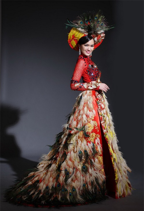 Đi thi Miss World, các người đẹp Việt thường chuẩn bị những kiểu áo dài như thế nào? - Ảnh 5.