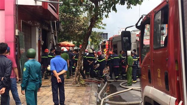 TP. HCM: Cháy lớn tại căn nhà trên đường Cộng Hoà, 1 người mắc kẹt đã tử vong - Ảnh 2.