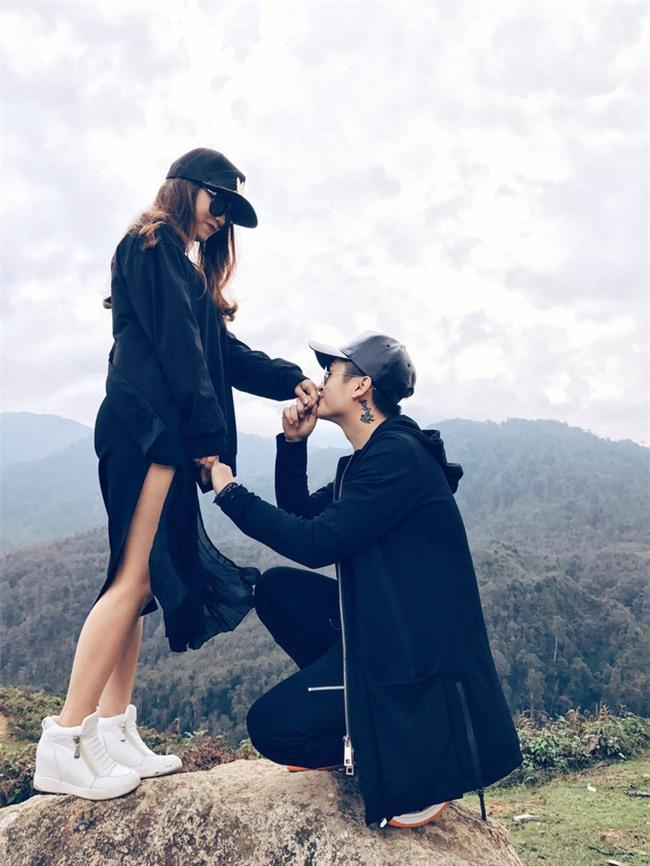 Ngưỡng mộ chàng trai dành 1 năm để chuẩn bị màn cầu hôn lãng mạn với nến và hoa - Ảnh 18.