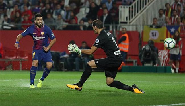 Suarez ấn định chiến thắng 3-0 cho Barca