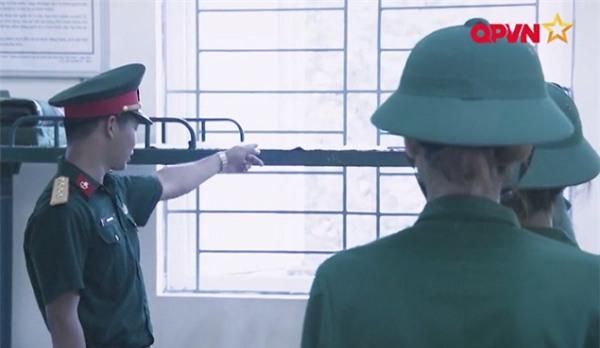 Nghe Hương Giang Idol hô hiệu lệnh trong quân đội, Mai Ngô cười như bị ai thọc lét-1
