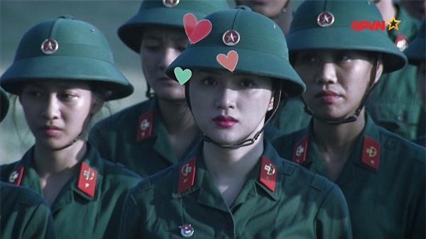 Nghe Hương Giang Idol hô hiệu lệnh trong quân đội, Mai Ngô cười như bị ai thọc lét-2