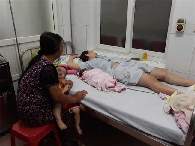 nguoi dan ong hanh phuc nhat nam ke khoanh khac don con gai chao doi tren taxi - 1