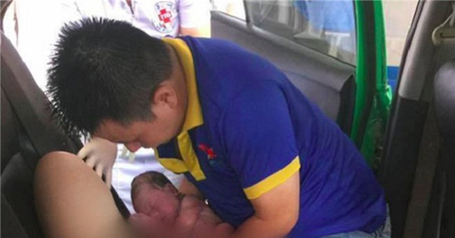 nguoi dan ong hanh phuc nhat nam ke khoanh khac don con gai chao doi tren taxi - 2