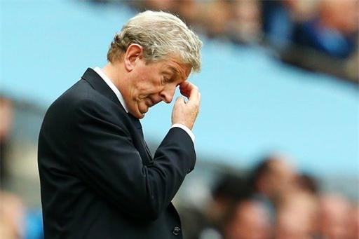 Roy Hogdon bất lực trước sự rời rạc của Crystal Palace