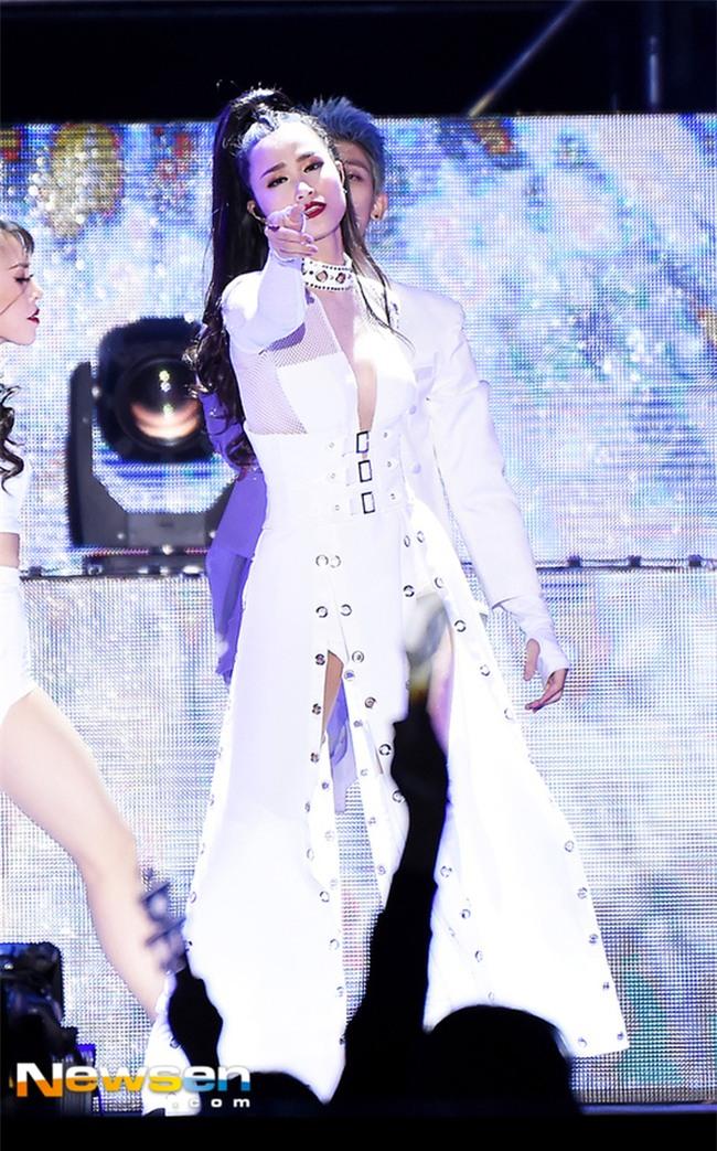 """Chuyện hiếm có: Đông Nhi lên luôn trang chủ cổng thông tin lớn nhất Hàn Quốc sau màn biểu diễn đẳng cấp tại """"Asia Song Festival"""" - Ảnh 5."""