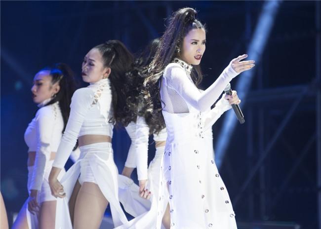 Truyền thông Hàn Quốc không ngớt lời khen ngợi Đông Nhi tại Asia Song Festival-2