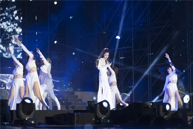 Truyền thông Hàn Quốc không ngớt lời khen ngợi Đông Nhi tại Asia Song Festival-4