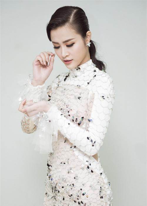 Bóc mác trang phục được khen ngợi của Đông Nhi tại Asia Song Festival 2017-2