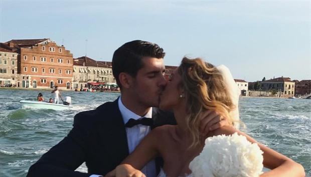 Nhét trái bóng vào bụng ăn mừng, Morata ngầm thông báo vợ xinh đã mang bầu - Ảnh 5.