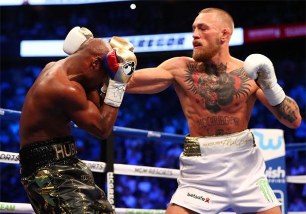 Mayweather không đấm gục McGregor vì sợ đối thủ vỡ não - Ảnh 1.