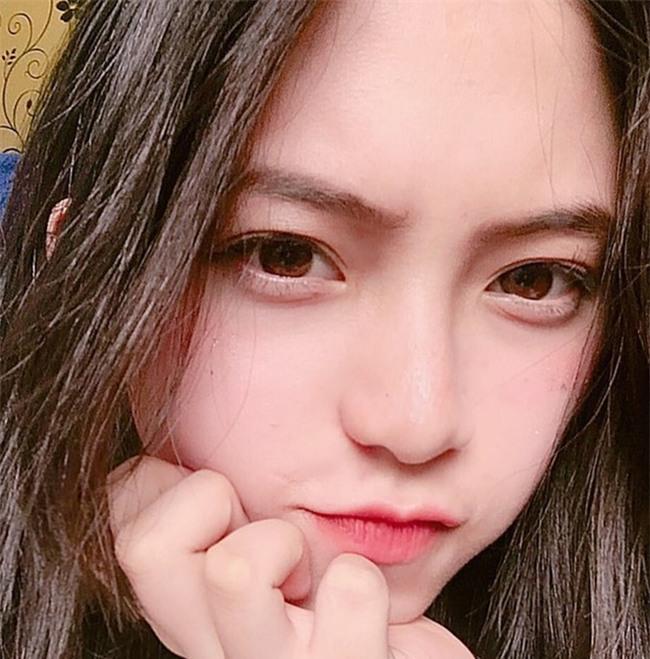 Nữ sinh Đà Lạt sở hữu góc nghiêng ăn đứt dàn hot girl Instagram Nhật - Hàn - Ảnh 1.