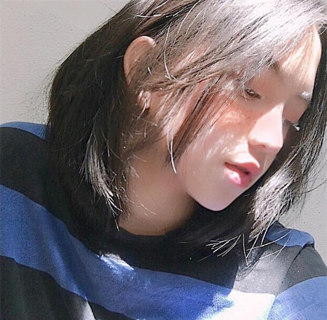 Nữ sinh Đà Lạt sở hữu góc nghiêng ăn đứt dàn hot girl Instagram Nhật - Hàn - Ảnh 4.