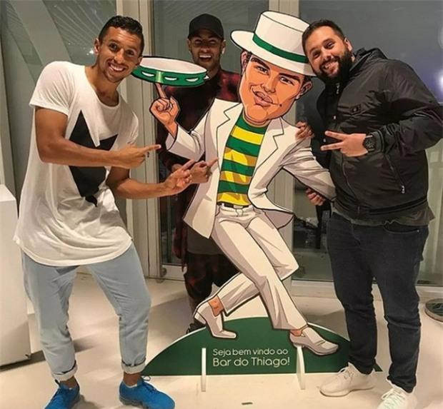 Neymar dự sinh nhật Thiago Silva, Cavani vắng mặt - Ảnh 4.