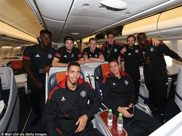 Man Utd bay hơn 5.000 km đá Champions League - Ảnh 5.