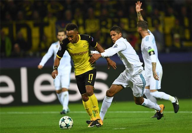 Dortmund ép sân trong khoảng hơn 10 phút đầu trận