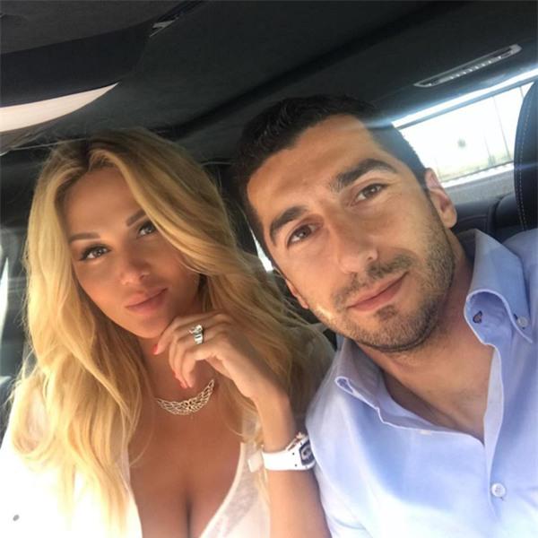 Lopyreva và Mkhitaryan chỉ là bạn bè bình thường?