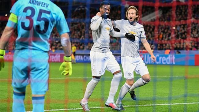 Martial ăn mừng bàn thắng