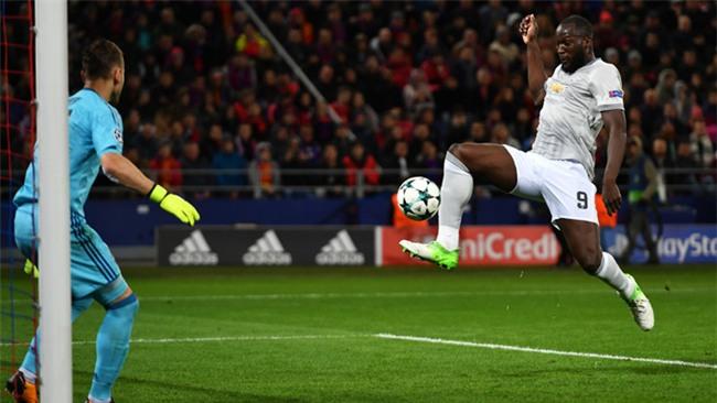 Lukaku đệm bóng chân phải ghi bàn nâng tỷ số lên 3-0