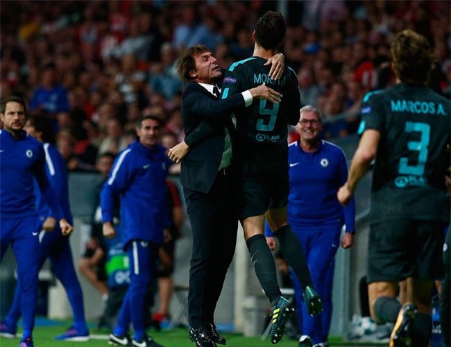 HLV Conte và Morata ăn mừng bàn thắng gỡ hòa
