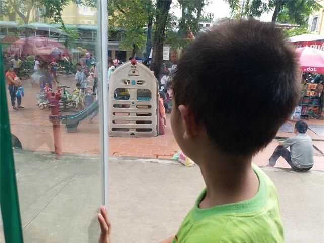 """be trai 10 tuoi, nang 14kg an mai khong no vi co """"he tieu hoa"""" de ngoai da - 4"""