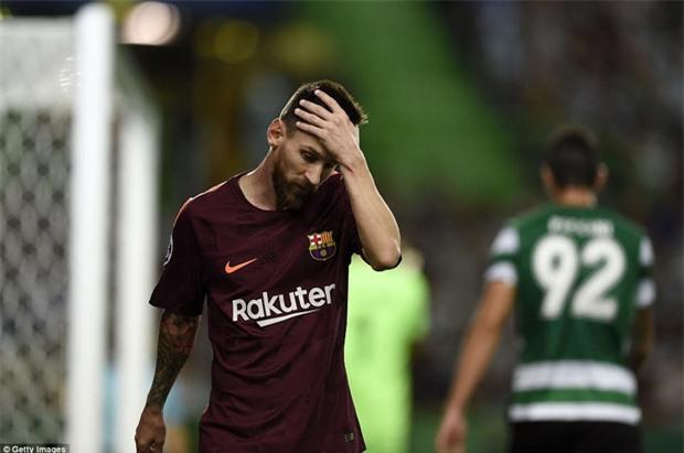 Messi tịt ngòi, Barca lại ăn may nhờ đối thủ tự đốt lưới nhà - Ảnh 3.