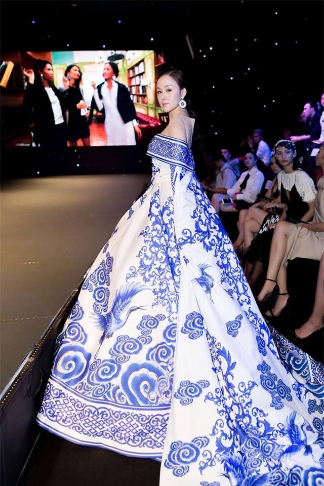 Những chiếc váy dị biệt làm nên tên tuổi mỹ nhân Việt-3